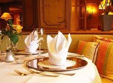 Restaurant, Tisch, Gedeck, Weinglas, Serviette