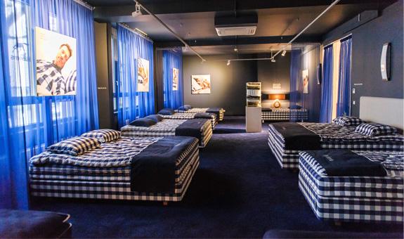 h stens betten eastside parkpl tze im innenhof in. Black Bedroom Furniture Sets. Home Design Ideas
