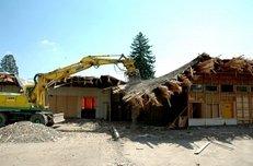Abbrucharbeiten, Baggern, zerstört
