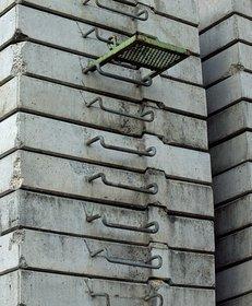 grauer Beton, zu Steinen verarbeitet, Baustoff