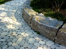 Gartenweg, Natursteine, Beeteinfassung