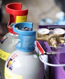 Gasflaschen, Nebelmaschine, Druckmesser