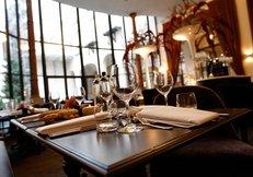 Restaurant, gedeckter Tisch, Gläser