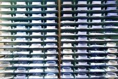 Business-Hemden, Regal, verschiedene Farben