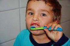 Junge, Zähneputzen, Zahnbürste