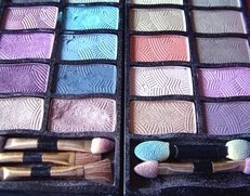 Kosmetik, Schminken, Kosmetikerin, Farbberatung, Lidschatten