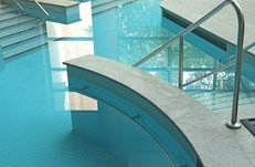 Physiotherapie, Schwimmbad, Übungen im Wasser, Bewegungsbad