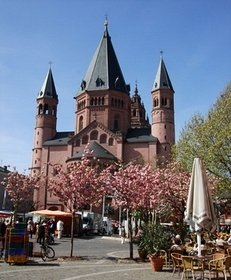 Dom, Marktplatz, Frühling
