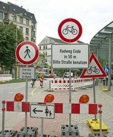 Verkehrsschilder, Schilderwald, Straßenschilder, Verkehr, verwirrend