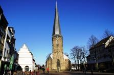 Schwerte, Kreis Unna, Hallenkirche, Viktor-Stift, schiefer Turm